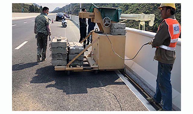 新型桥梁检测车