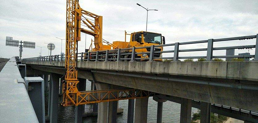 汽车式桥梁检测车